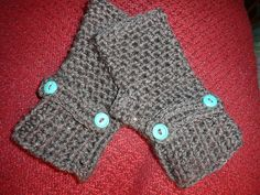 Ravelry: Project Gallery for Warm Willies Fingerless Gloves pattern by Susan Hinton
