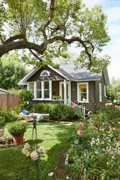 Ideas for house plans design exterior colors Cabins And Cottages, Beach Cottages, Small Cottages, Small Cottage Homes, Small Dream Homes, Cottages And Bungalows, Small Cabins, Country Cottages, Small Country Houses