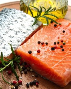 Wild salmon Wild salmon is an excellent source of omega-3 fatty acids, which are also known to fight fungal infections.