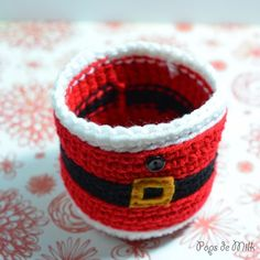 I've been seeing a lot of cute coffee cup cosies, in particular this Santa coffee cup cosyon Frogging Along. I thought it was so cute and naturally felt inspired to crochet a mason jar versi…
