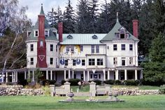Move Over Grey Gardens, This New York Country Home May Be the State's Strangest