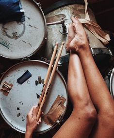 Weird stuff about drums, drumming & drummers. Did I mention drums? Girl Drummer, Female Drummer, Stolz Tattoo, Drums Wallpaper, Drums Girl, Pearl Drums, Drum Music, Vintage Drums, Music Aesthetic