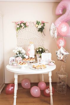 HouzDeco – Interior Design and Home Decor Ideas Birthday Party Tables, Baby Birthday, Birthday Party Decorations, Party Themes, Pink Dessert Tables, Cumpleaños Diy, 2 Baby, Safari Theme Party, Ballerina Birthday