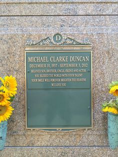 Crypt of Michael Clarke Duncan at Forest Lawn Hollywood Hills. Cemetery Headstones, Cemetery Art, John Coffey, Talladega Nights, The Whole Nine Yards, Famous Tombstones, Duncan, Famous Graves, Best Supporting Actor
