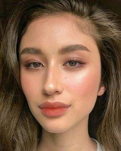 Glowy makeup look. Natural makeup look. Glowy Makeup, Asian Makeup, Korean Makeup, Hair Makeup, Makeup Box, Flawless Makeup, Peach Eye Makeup, Bronzer Makeup, Blush Makeup