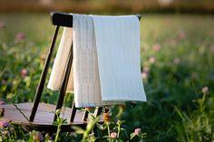 Liplatus tea towel.  100% linen.  #jokipiinpellava #kitchentowel #interior #finnishdesign Outdoor Chairs, Outdoor Furniture, Outdoor Decor, Table Settings, Kitchen, Home Decor, Cooking, Decoration Home, Room Decor