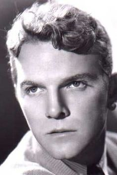 JOHN ARLEDGE est un acteur américain né le 12 mai 1907 à Crockett, Texas et mort le 15 mai 1947 à Los Angeles. Filmographie principale : -1931 Papa longues jambes (Daddy Long Legs) de Alfred Santell. -1934 Mademoiselle Général (Flirtation Walk), de Frank Borzage. -1940 : Les Raisins de la colère (The Grapes of Wrath), de John Ford.