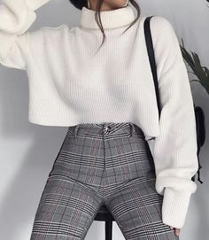 Fashion For Girls, Fashion Fashion, Fashion Trends, Fashion Lookbook, Fashion 2018, Fashion Beauty, Plaid Pants Outfit, Oversized Sweater Outfit, Winter Fashion Tumblr