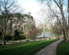 sights parks paris luxembourg buttes chaumont