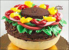 МК торт Hamburger cake tutorial - Мастер-классы по украшению тортов Cake Decorating Tutorials (How To's) Tortas Paso a Paso Burger Torte, Köstliche Desserts, Delicious Desserts, Cheeseburger Cake, Hamburger Cake, Gravity Cake, Different Cakes, Just Cakes, Cake Decorating Tutorials