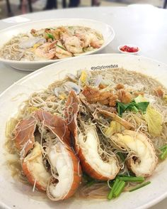 """[jelly星期三] Crayfish White Bee Hoon $15.00 (small) ❣ Umami broth, fresh seafood and """"wok hei"""" beehoon 😋💦 ❣ - 🇸🇬 - 📍 Seafood White Bee Hoon 缘 海鲜白米粉 Blk 628 Ang Mo Kio Ave 4 Stall Unit 01-49 Singapore 560628 Tues to Sunday  11.30am - 2pm 4pm - 8pm (Closed on Monday)"""