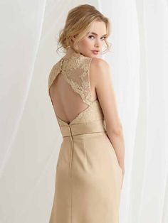 love the key hole back and lace