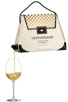 Sofia Blomberg of Swedish company Vernissage has designed boxed wine packaging geared to women that looks like fashion handbags, calling it a 'Bag-in-Bag Wine Purse, Bag In Box, High End Handbags, Design3000, Wine Label Design, Wine Packaging, Packaging Ideas, Clever Packaging, Root Beer