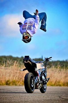 Helmets Does Save lIfe at All times Stunt Bike, Cb 1000, Motorcycle Wallpaper, Background Images For Editing, Black Shadow, Sports Pictures, Save Life, Sport Bikes, Stunts