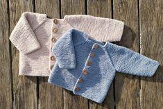 Retstrikket cardigan til baby Baby Knitting Patterns, Chevron Crochet Patterns, Baby Boy Knitting, Knitting Designs, Baby Boy Sweater, Crochet Baby Cardigan, Crochet Baby Clothes, Footprints In The Sand, Drops Baby