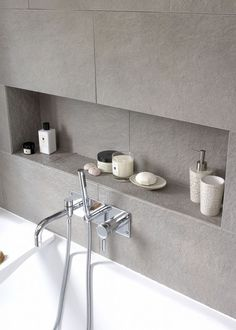 Linear and low bathtub niche