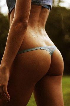 Die ULTIMATIVEN Tipps für einen KNACKIGEN PO! Hier lesen: www.gofeminin.de/sport/tipps-fur-einen-festen-knackigen-po-s795453.html