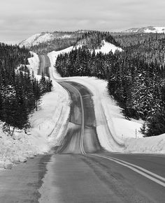 travelingcolors:    Winter Roads, Quebec | Canada(by Peter Bowers)