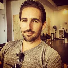 Jake Owen tweets out pic after 'apparently' cutting off his locks...
