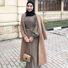 Modest Fashion Hijab, Street Hijab Fashion, Hijab Chic, Fashion Dresses, Niqab, Ash Blonde Balayage, Hijab Bride, Muslim Couples, Hijab Outfit