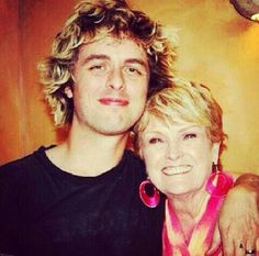 Aww Billie and his mom Ollie♡ Its her birthday today! Without her we wouldn't have Billie.. Or Green Day!!