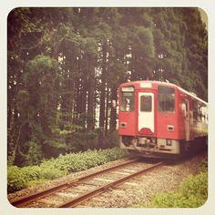 ちょうど電車が! Photo by ishi_zerodate • Instagram