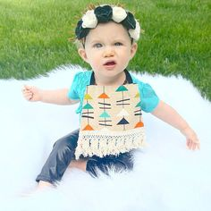 """Come at me Bro!"" . Headband: @izzandcovathreads Bib: @silverpencils Leggings: @stitchedil Use code ANNISTYN10 to save at this shop! .  #annistynmae #baby #headband  #pleather #fauxleather #leggings #stitchedco #bib #babybib #boho #aztec #flowercrown #flowers #beautifulbabies #igbaby #totsandtrends #totsontheblock #cutekidsclub #like4like #babymodel #brandrep #igstylishkids #trendykiddies #millionkidz #spectacularkidz #cutekids24 #trendkids_ig #silly #goofball #comeatmebro by annistynmae"
