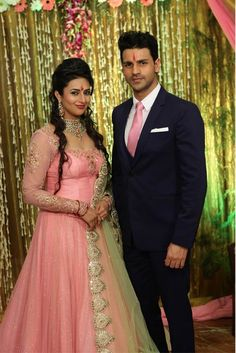 Vivek Dahiya Gets Candid About His Wedding To Divyanka Tripathi Aka Ishita Bhalla Vivek Dahiya got candid and opened up about his wedding, honeymoon, family planning and how much are the two excited about their upcoming wedding. Indian Wedding Gowns, Indian Wedding Couple, Indian Gowns, Indian Bridal, Bridal Mehndi, Indian Sarees, Engagement Dress For Bride, Engagement Gowns, Couple Wedding Dress