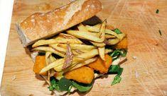 Doe eens iets anders met vissticks: maak een broodje met vissticks, mangochutney, spinazie en patat. #gewoonwateenstudentjesavondseet