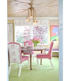 To make the Tony Duquette  chandelier feel more at home, Sommers had decorative painter Peter Bolton create an elaborate tree design in gold leaf on the dining room ceiling.