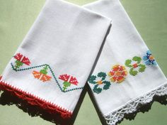 2 Embroidered Tea Towels Hand Towels Vintage