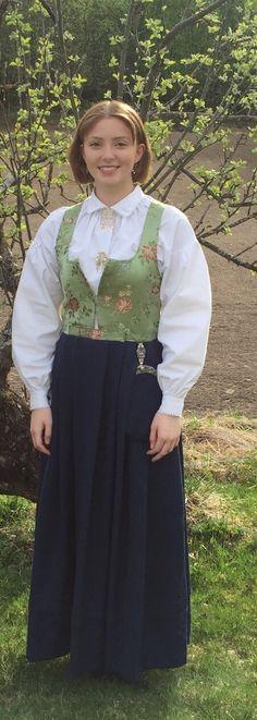FINN – BUNAD - Damaskkjole fra Gudbrandsdalen