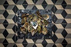 Huîtres sur marbre