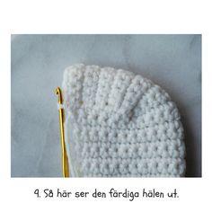 Virkade sockor, JÄRBO.  Hjälp med hur hälen ska se ut. Stick O, Crochet Instructions, Chrochet, Yarn Crafts, Crochet Hats, Crochet Ideas, Beanie, Knitting, Pattern
