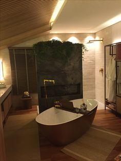 Sala de banho Madeira ripada Estante industrial Banheira Doka