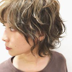Pin on ヘアスタイル Hair Tutorials For Medium Hair, Medium Hair Cuts, Medium Hair Styles, Curly Hair Styles, Haircuts For Wavy Hair, Short Wavy Hair, Androgynous Hair, Corte Y Color, Grunge Hair