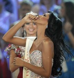 Miss_venezuela_ivian_sarcos_reacts_after_hearing_s_4eb705eded_large