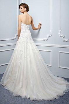 69caff8026b1 Enzoani Beautiful Wedding Dresses A Elizabeth Kate Bridal Crowle Scunthorpe