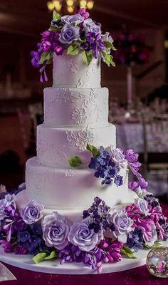 PRETTY SHADES OF PURPLE FLOWERS WEDDING CAKE