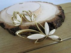 Vtg TRIFARI Signed Gold Tone & Enamel Floral Brooch Pin & Clip On Earrings Set #Trifari
