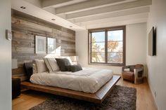 Bức tường gỗ khiến phòng ngủ trở nên ấm cúng hơn rất nhiều