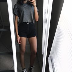 """3,012 curtidas, 37 comentários - NICOLE (@variousxvibes) no Instagram: """"THANKS FOR 9K BABES!! I can't even believe that I'm so close to 10k!! That's such a big number //…"""" Basic Outfits, Short Outfits, New Outfits, Trendy Outfits, Cute Outfits, Fashion Outfits, Black Shorts Outfit Summer, Estilo Kylie Jenner, Flattering Outfits"""
