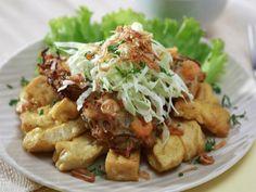 TAHU GIMBAL adalah makanan khas Kota Semarang. Makanan ini terdiri dari tahu goreng, rajangan kol mentah, lontong, taoge, telur, dan gimbal (udang yang digoreng dengan tepung) dan dicampur dengan bumbu kacang yang khas karena menggunakan petis udang. Beda dengan saus kacang untuk pecel Madiun yang agak kental. Saus bumbu kacang untuk tahu gimbal agak sedikit encer.
