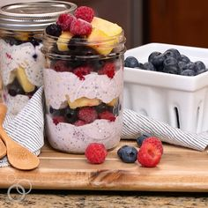 Make-Ahead Fruit & Yogurt Breakfast Parfaits are a quick and easy gluten-free breakfast recipe. Assemble once then grab and go for easy breakfasts all week long! Yogurt Breakfast, Breakfast On The Go, Eat Breakfast, Free Breakfast, Breakfast Ideas, Breakfast Parfait, Mothers Day Breakfast, Yogurt Con Chia, Fruit And Yogurt Parfait