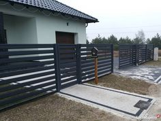Ogrodzenie nowoczesne brama wjazdowa przęsło ogrodzeniowe House Fence Design, Modern Fence Design, Front Gate Design, Balcony Design, Outdoor Fire, Outdoor Walls, Outdoor Decor, Modern Front Porches, Front Porch Remodel