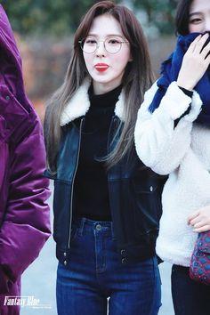 K-Pop Babe Pics – Photos of every single female singer in Korean Pop Music (K-Pop) South Korean Girls, Korean Girl Groups, Wendy Red Velvet, Female Singers, Single Women, Korean Singer, Bell Sleeve Top, Bomber Jacket, Turtle Neck