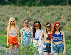 Photographer Song Si Young just revealed some HQ Red Velvet photos that never made it on the albums, never been released in HQ or without graphic makeovers. Seulgi, Irene Red Velvet, Wendy Red Velvet, Kpop Girl Groups, Kpop Girls, K Pop, Asian Music Awards, Red Velvet Photoshoot, Red Velet