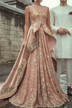 Samarkand Bridal Wear Collection 2018 by Sania Maskatiya – Niftilicious Pakistani Fashion 🌸😇 Pakistani Couture, Indian Bridal Wear, Pakistani Wedding Dresses, Indian Wedding Outfits, Pakistani Outfits, Indian Outfits, Pakistani Gowns, Bridal Anarkali Suits, Eid Outfits