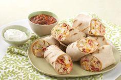 Prêts en 30 minutes, ces roulés faits de poulet grillé, de salade de chou et de tomates renferment les délicieuses saveurs mexicaines. À déguster avec de la salsa et de la crème sure.