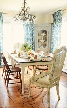 french farmhouse dining room @ Home Improvement Ideas French Farmhouse, Farmhouse Chic, Farmhouse Table, French Country, Farmhouse Ideas, Floor Design, House Design, Dining Room Design, Dining Rooms